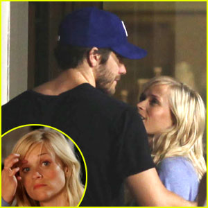 Reese Witherspoon Gets A Late Night Visit