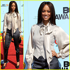Tyra Banks Hits BET Awards 2009