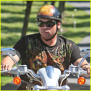 Jon Gosselin: Matching Helmet and Top!
