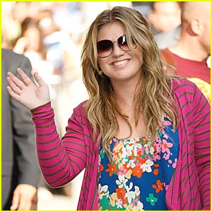 Kelly Clarkson is Letterman Lovely