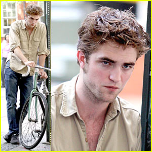Robert Pattinson  Jared on Pattinson Hits Washington Square Park   Robert Pattinson   Just Jared