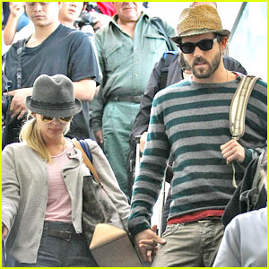 Scarlett Johansson & Ryan Reynolds To Adopt