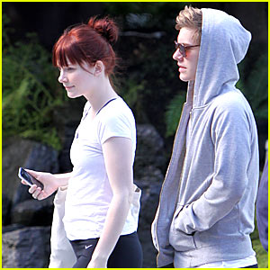 Bryce Dallas Howard &#038; Xavier Samuel: Twilight Newbies Stick Together!