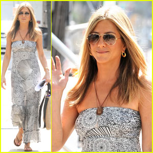 Jennifer Aniston & Gerard Butler Hold Hands Off-Screen