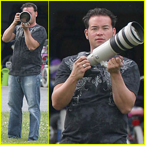 Jon Gosselin Uses Paparazzi Camera