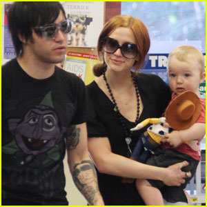 Ashlee Simpson & Pete Wentz: Petco Parents