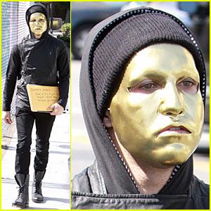 Pete Wentz: Gold Masked Man!