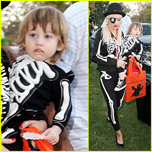 Christina Aguilera is a Skeleton Pirate