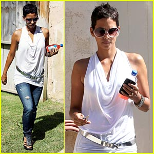 Halle Berry's Backside: Touched By An Aubry