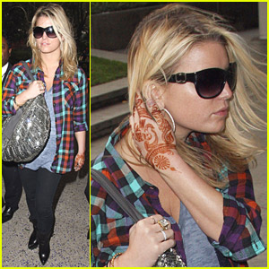 Jessica Simpson Hearts Henna Tattoos