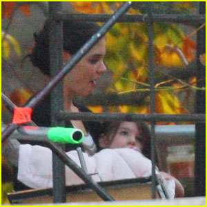 Katie Holmes & Suri: Bottle Break!