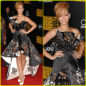 Rihanna - AMAs 2009 Red Carpet