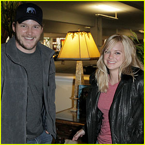 Anna Faris & Chris Pratt: MacBook Buddies