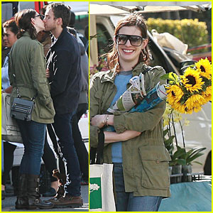 Anne Hathaway: Sunflowers and a Smooch!