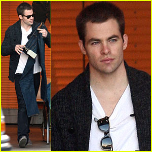 Chris Pine Tree-ts Himself for Christmas