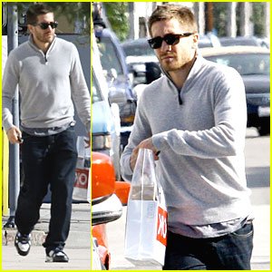 Jake Gyllenhaal is a Solo Shopper