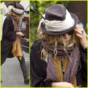 Mary-Kate Olsen: Feathered Fedora!