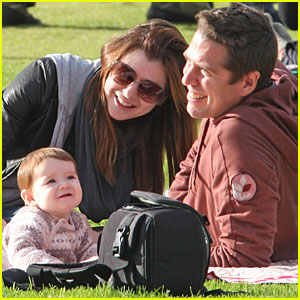 Alyson Hannigan: Baby at the Beach!