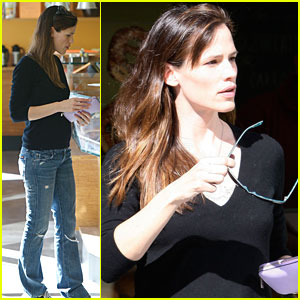 Jennifer Garner is Pastry Pretty