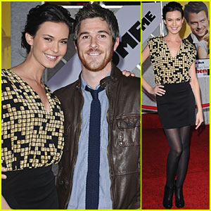 Odette Yustman & Dave Annable Check Out 'When In Rome'