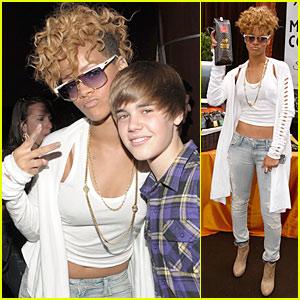 Rihanna & Justin Bieber Kiss... Again!
