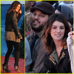 Shenae Grimes: How The Grinch Stole Christmas!