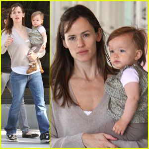 Jennifer Garner & Seraphina Affleck: Craft Cuties