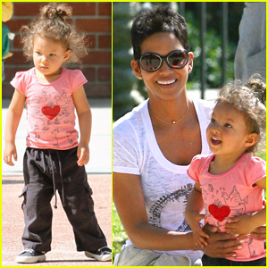 Halle Berry & Nahla Aubry: Park and Play!