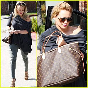 Hilary Duff Hops Into Hair Salon