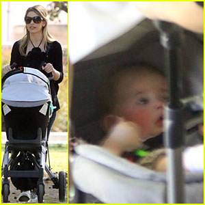 Sarah Michelle Gellar: Sneak A Peek at Charlotte!