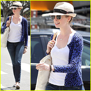 Anne Hathaway Channels The Mad Hatter