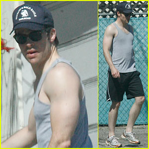Chris Pine: Tank Top Breezy