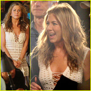 Jennifer Aniston: Hawaiian Luau Lovely
