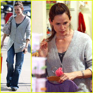 Jennifer Garner: Shopping For The Girls