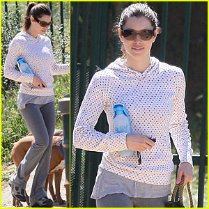 Jessica Biel Shows Justin's Puppies Some Love