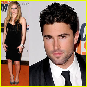 Avril Lavigne Kisses Brody Jenner -- Via Twitter