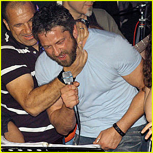 Gerard Butler: CHOKED While Singing