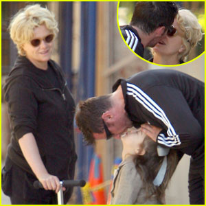 Hugh Jackman: Hello Kisses For The Family