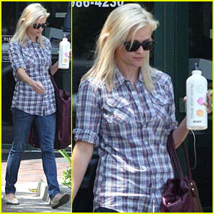 Reese Witherspoon: Peace, Love, Softball