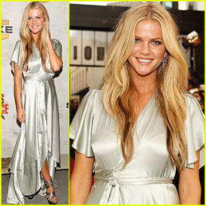 Brooklyn Decker: Hotter Than Hell!