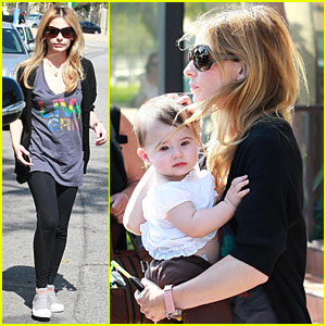 Sarah Michelle Gellar: Out with Mom & Charlotte!