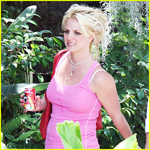 Britney Spears Cools Off with Coca-Cola