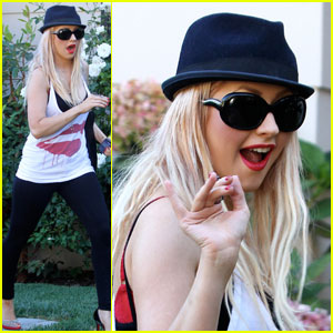 Christina Aguilera: Tank Top Kiss