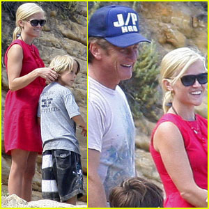 Reese Witherspoon & Sean Penn: Star Spangled Beach Party