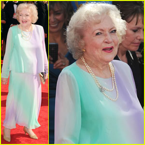 Betty White: Emmys 2010 Red Carpet
