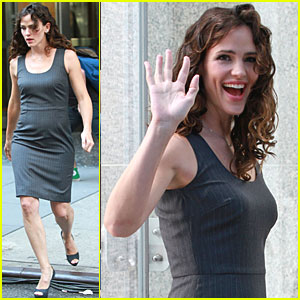 Jennifer Garner Gets Gorgeous on 'Arthur' Set