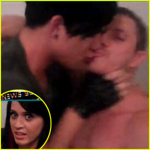 Adam Lambert: Backstage Kiss with Jake Shears!