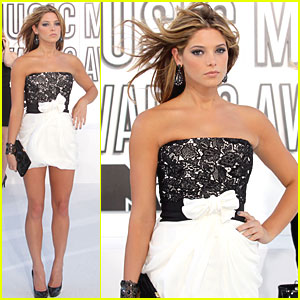 Ashley Greene - MTV VMAs 2010 Red Carpet