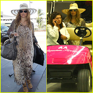 Fergie: Hot Pink Ride Through Miami Airport!
