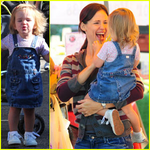 Jennifer Garner: Family Fun at the Farmer's Market!